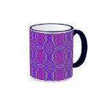 Modelo retro del fractal de los años 60 púrpuras taza de café