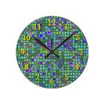 Modelo retro enrrollado del verde, azul y púrpura  reloj