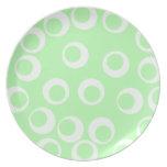 Modelo retro verde claro y blanco plato de cena