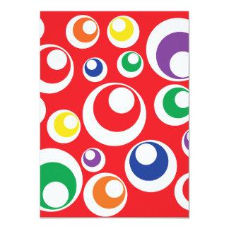 Modelo rojo colorido de las bolas de los puntos de invitación