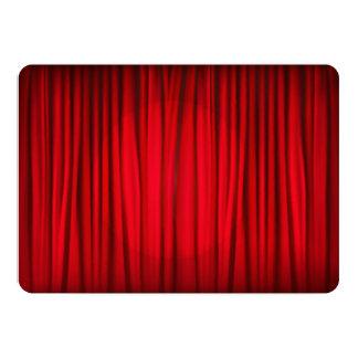 "Modelo rojo de la cortina de la etapa invitación 5"" x 7"""