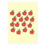 Modelo rojo de la manzana, en la crema tarjeta de visita