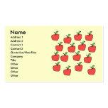 Modelo rojo de la manzana, en la crema tarjetas de visita