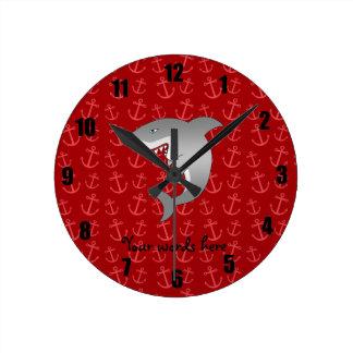 Modelo rojo de las anclas del tiburón reloj redondo mediano