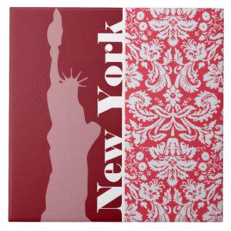 Modelo rojo del damasco; Nueva York; Estatua de la Tejas