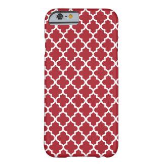 Modelo rojo oscuro de Quatrefoil del marroquí Funda De iPhone 6 Barely There