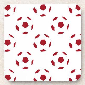 Modelo rojo oscuro del balón de fútbol posavasos de bebidas