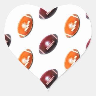Modelo rojo oscuro y anaranjado del fútbol pegatina en forma de corazón