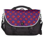Modelo rojo púrpura de la manzana bolsa para ordenador