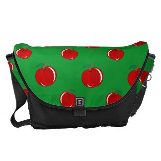 Modelo rojo verde de la manzana bolsa de mensajería