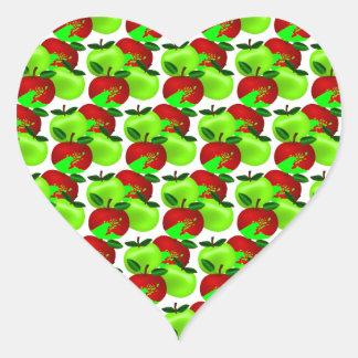 Modelo rojo y verde de la muestra de la manzana calcomanía de corazón