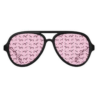 Modelo rosa claro lindo del dachshund lentes de fiesta