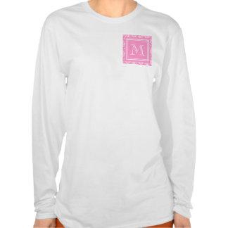 Modelo rosado 1 del damasco con el monograma camiseta