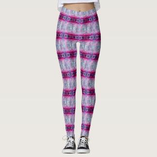 Modelo rosado aguado de la raya leggings
