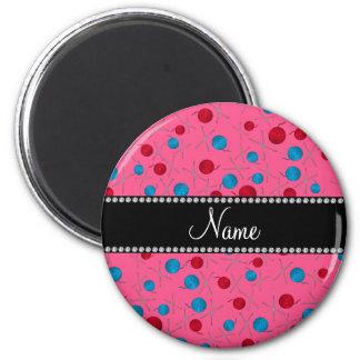 Modelo rosado conocido personalizado del ganchillo imán redondo 5 cm
