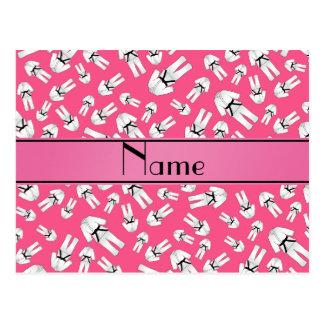 Modelo rosado conocido personalizado del karate postales