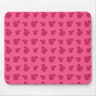 Modelo rosado de la ardilla tapetes de ratón