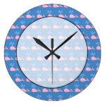 Modelo rosado de la ballena en azul relojes