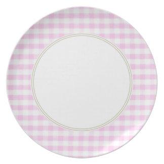 Modelo rosado de la guinga plato de comida