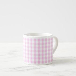 Modelo rosado de la guinga taza espresso