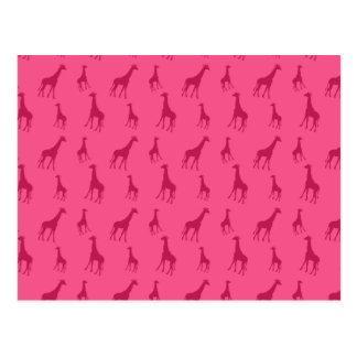 Modelo rosado de la jirafa tarjetas postales