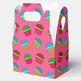 Modelo rosado de la magdalena caja para regalos de fiestas