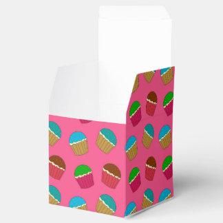 Modelo rosado de la magdalena caja para regalos