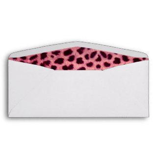 Modelo rosado de la piel del leopardo sobres
