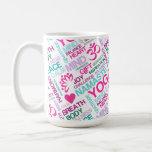 Modelo rosado de la YOGA de Namaste, de la paz y d Tazas De Café