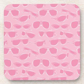 Modelo rosado de las gafas de sol posavaso