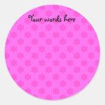 Modelo rosado de los copos de nieve etiqueta redonda