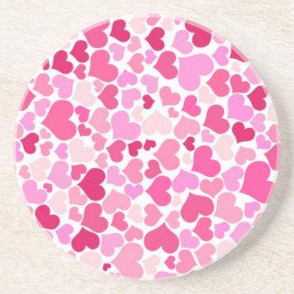 Modelo rosado de los corazones posavasos cerveza