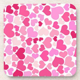 Modelo rosado de los corazones posavasos de bebida