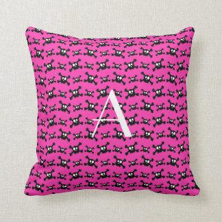 Modelo rosado de los cráneos del monograma almohadas