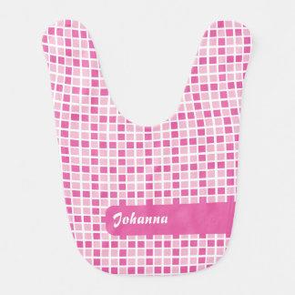 Modelo rosado de los cuadrados babero de bebé