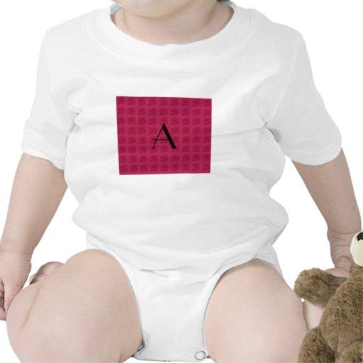 Modelo rosado de los rosas del monograma traje de bebé
