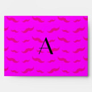 Modelo rosado de neón del bigote del monograma