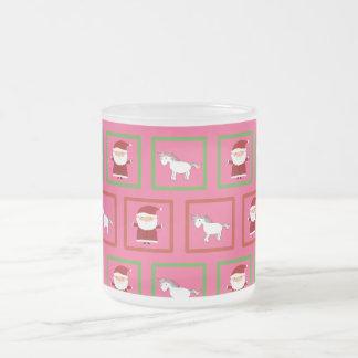Modelo rosado de Papá Noel de los unicornios Taza Cristal Mate