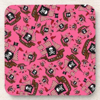 Modelo rosado del barco pirata posavasos de bebida