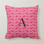 Modelo rosado del bigote del monograma cojin