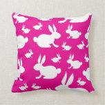 Modelo rosado del conejito almohada