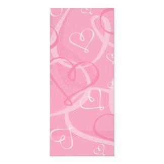"""Modelo rosado del corazón invitación 4"""" x 9.25"""""""