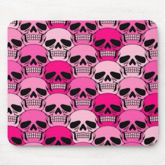 Modelo rosado del cráneo que entrelaza mouse pads