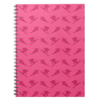 Modelo rosado del esquí libros de apuntes