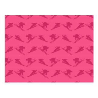 Modelo rosado del esquí postal
