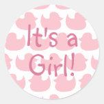 Modelo rosado del pato es un chica etiquetas redondas