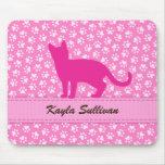 Modelo rosado del pawprint con el mousepad del gat tapete de ratón