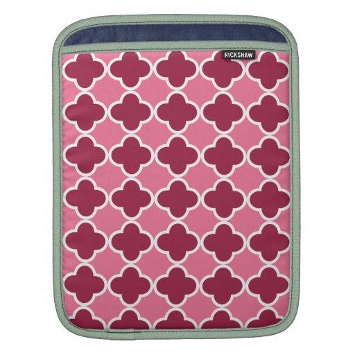 Modelo rosado del quatrefoil fundas para iPads