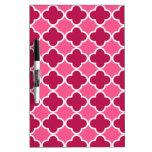 Modelo rosado del quatrefoil tableros blancos