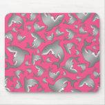 Modelo rosado del tiburón alfombrillas de ratones